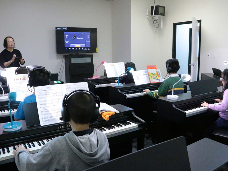 cung cấp piano trường học