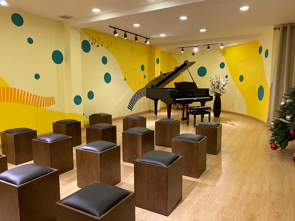 showroom piano house