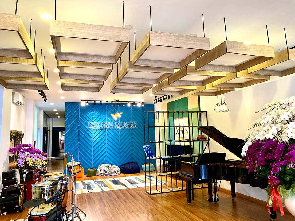 showroom piano house