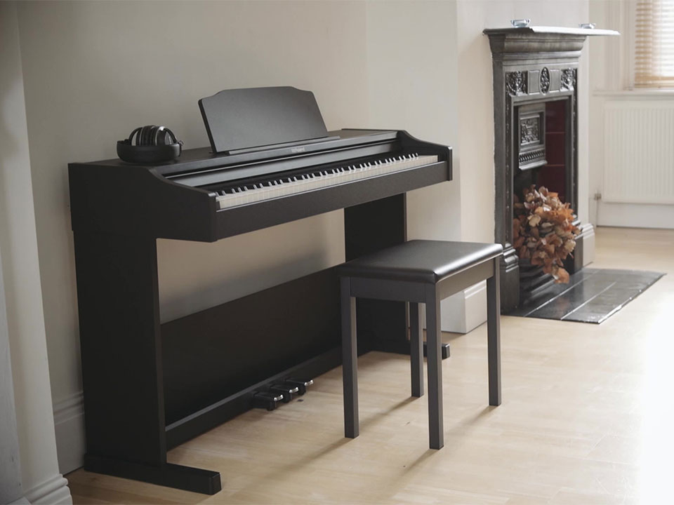 piano roland rp102