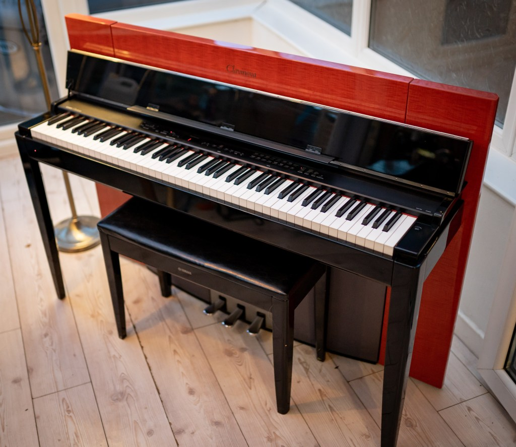 YAMAHA CLP-F01 | Màu Đỏ - Thiết Kế Độc Đáo - Âm Thanh Grand | Piano House Vn