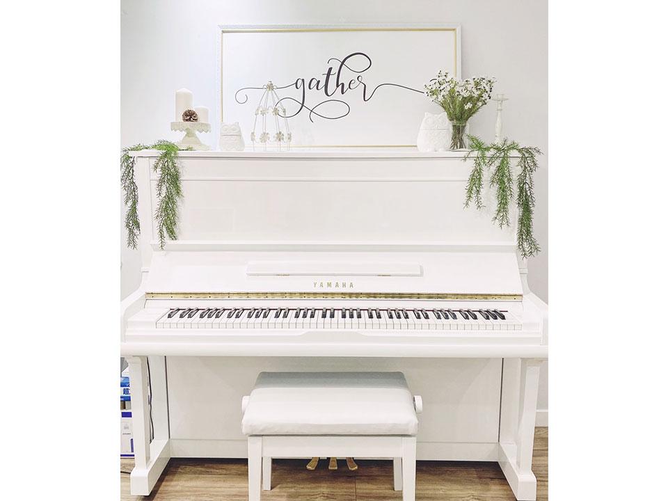 đàn piano yamaha u30a màu trắng