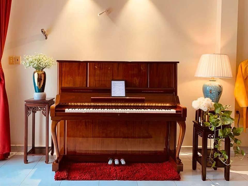 Sale 10%] - Piano YAMAHA W106 - Seri 3x - Số Lượng 10 Cây - Màu Gỗ Gụ |  Piano House Vn